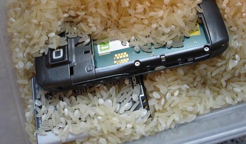 Nokia recomienda el arroz para los accidentes húmedos