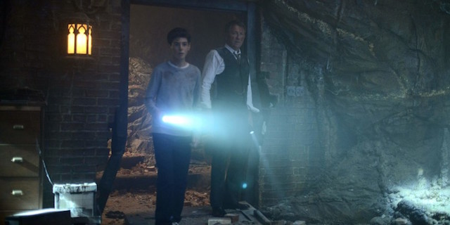 Explora la futura Baticueva en el nuevo avance en video de 'Gotham'