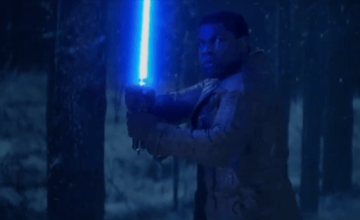 Finn enciende su lightsaber en el nuevo avance en video de 'Star Wars: The Force Awakens'