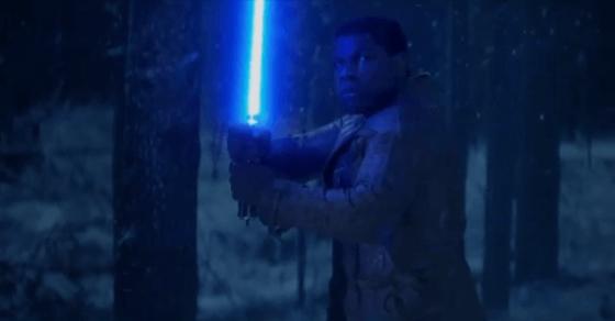 Finn enciende su lightsaber en el nuevo avance en video de 'Star Wars: The Force Awakens'