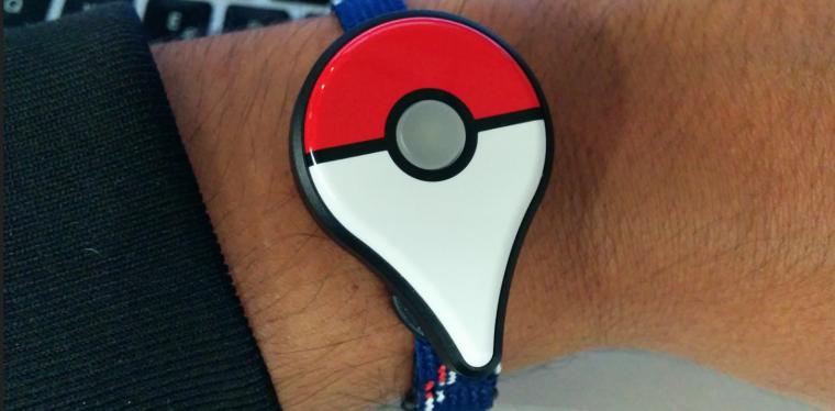 Probando el 'Pokémon Go Plus'